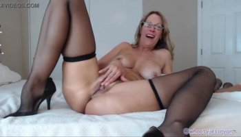 Braces Teen Shaking while Squirting