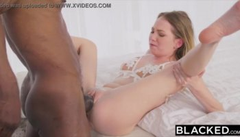 Amateur shaved chick pussy fisting