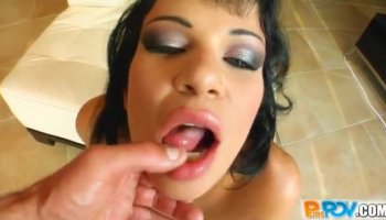 Babes cunt is full of needs after sextoy playing