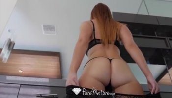 Wicked playgirl is shaking hunks male cock hard